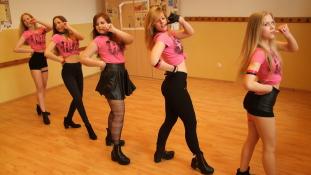 Bombázó táncoslányok és lelkes rajongók – Home Made Asia Nap