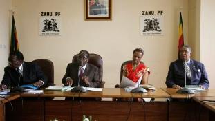Népünnepély Zimbabwe fővárosában Mugabe várható távozása miatt