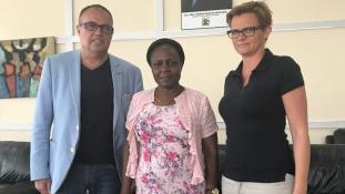 Trópusi fenyőcsemeték és egzotikus pálinka – magyar kísérleti gazdaság Ugandában