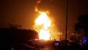 Felrobbant az olajvezeték, hatalmas tűz Bahreinben – videó
