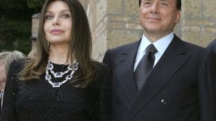 Berlusconi nejének vissza kell fizetnie 60 millió euró tartásdíjat