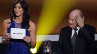 Tagadja a szexuális zaklatást Sepp Blatter – videó