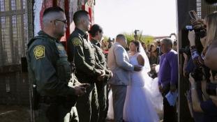 A szerelem mindent legyőz: amerikai-mexikói házasság a határon – videó