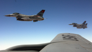 Légicsapások Egyiptomban – a hadsereg válaszolt a pénteki vérengzésre