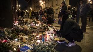 Két köztársasági elnök a két évvel ezelőtti párizsi merényletek helyszínein – videó