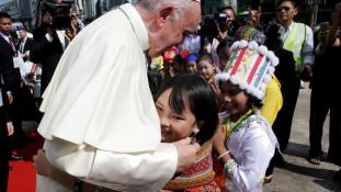 Pápai mise Mianmarban, ahol a lakosságnak csak 1%-a katolikus – videó