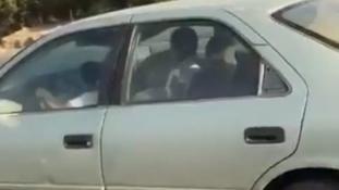 A nők még nem vezethetnek Szaúd-Arábiában, de a kisfiúk igen? – videó