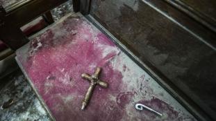 Kopt templomot támadtak meg fanatikus muzulmánok Kairótól délre