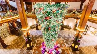 Ünnepi trend: hódítanak a fordított karácsonyfák