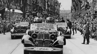 Elárverezik Hitler híres Mercedes limuzinját