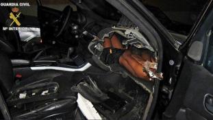 Műszerfalba rejtve próbáltak átcsempészni egy 12 éves fiút a spanyol-marokkói határon