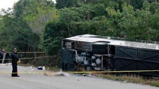 Turistabusz balesete Mexikóban, 12 halott – videó