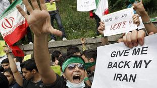 Már halottai is vannak az iráni tiltakozó hullámnak, bevethetik a Forradalmi Gárdát – videó