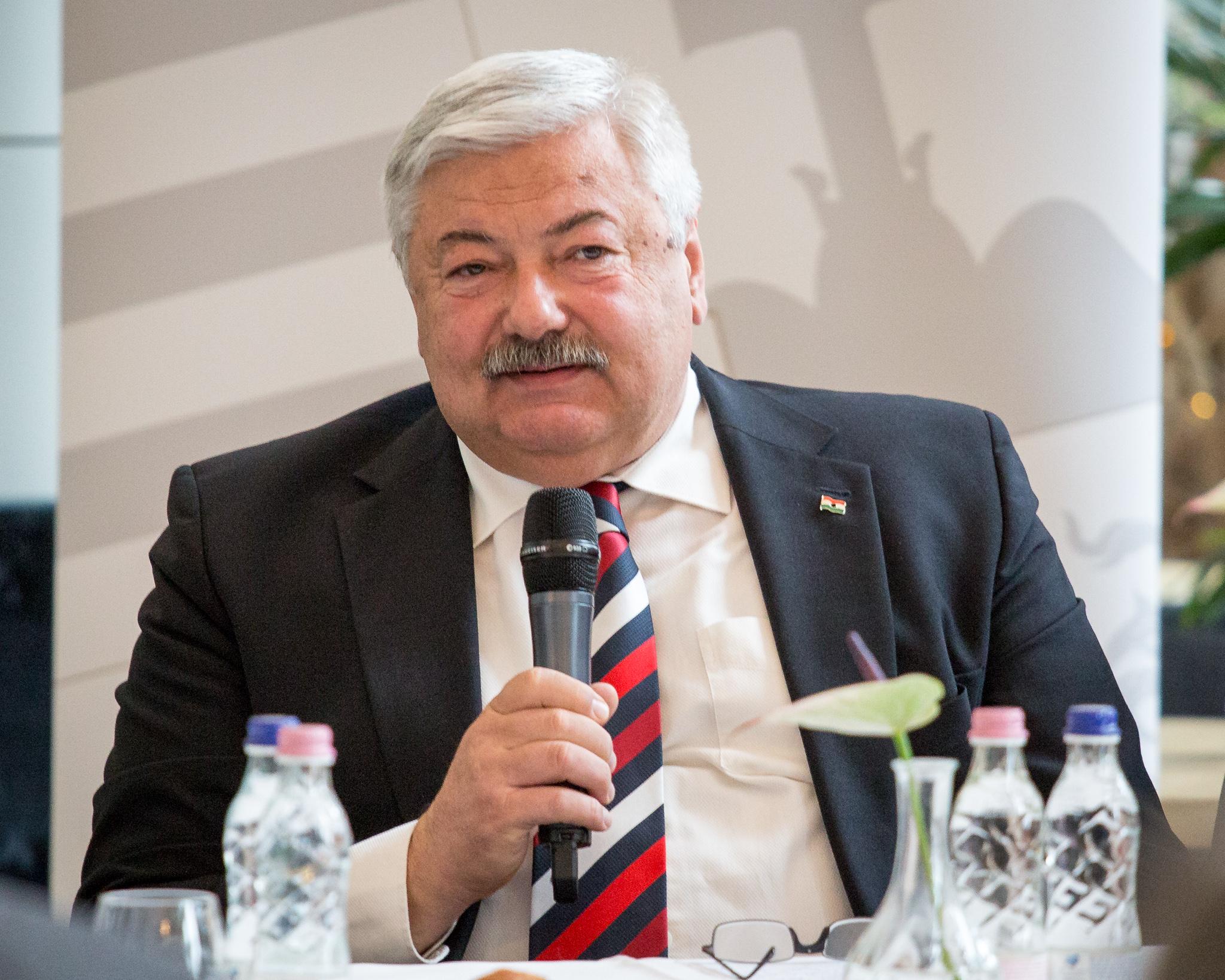 dr. Lomnici Zoltán