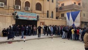 Tűzharc a keresztény templomnál Kairó mellett – videó