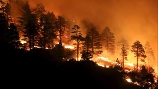 Drónok harca a tűzvész ellen Dél-Kaliforniában – videó