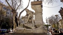 Évszázados női szobrot vert szét egy férfi Algériában – videó