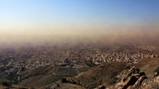 Teherán fuldoklik – videó
