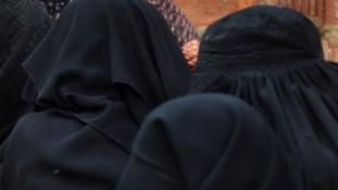 Megint nőknek öltözve támadtak az iszlamisták