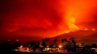 Kalifornia kormányzója Trump elnököt hibáztatja a tűzvész miatt