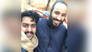 Boldogan szelfiztek trónörökösükkel a szaúdiak