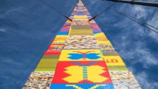 36 méteres legótorony Tel Avivban – videó