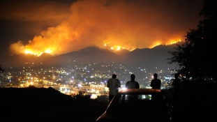 Az erdőtűz elérte Los Angelest – videó