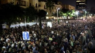 Több mint 20 ezren tüntettek Netanjahu ellen Tel Avivban – videó