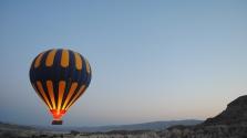 Hőlégballon-baleset Egyiptomban: egy turista meghalt, 12 sérültet kórházban ápolnak
