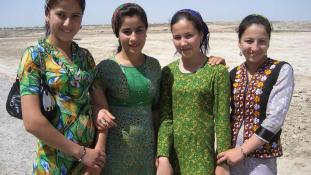 Nők nem vezethetnek autót Türkmenisztánban
