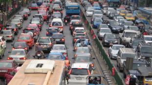 Háromezer baleset, több mint háromszáz halott Thaiföldön