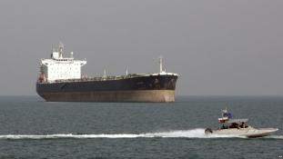 Környezeti katasztrófával fenyeget az iráni olajszállító Kína partjainál – videó
