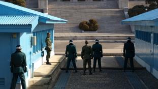 Két év után először találkoztak a két Korea képviselői Panmindzsonban – videó