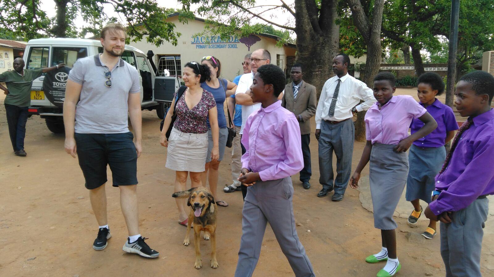 A Magyar Afrika Társaság orvosai a Jacaranda Iskolában.