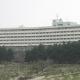 Terrortámadás a luxusszálloda ellen: a vendégek lepedőkön menekültek az erkélyen át – videó