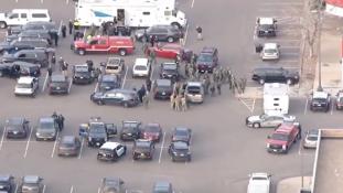 Újabb lövöldözés Amerikában, egy rendőrt is lelőttek – videó
