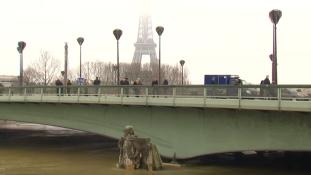 Tetőzik a Szajna Párizsnál – videó