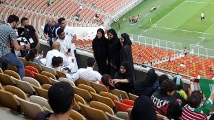Nők először futballmeccsen Szaúd-Arábiában