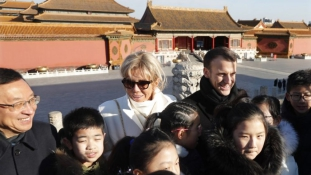 A francia elnök a pekingi Tiltott városban – videó