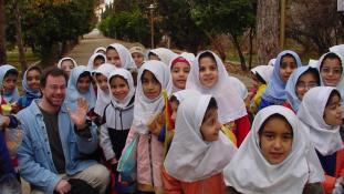 Irán: elemi iskolában tilos az angoltanítás