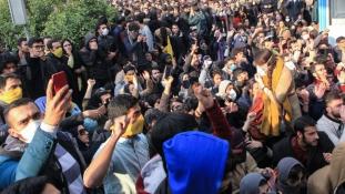 Az éjjel újabb kilenc halottat követeltek az iráni tüntetések