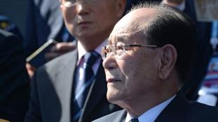 Olvadás Észak-Koreában – az államfő ellátogat a dél-koreai olimpiára