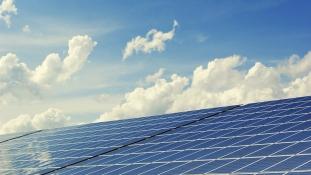 A Tesla 50.000 otthont alakít naperőművé Ausztráliában