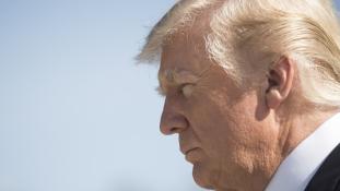 Donald Trump lebukott – videó