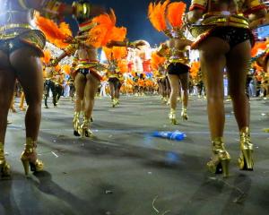 G.R.E.S_Portela_Samba_School_Rio_Carnaval_2012_25_(6995674381)