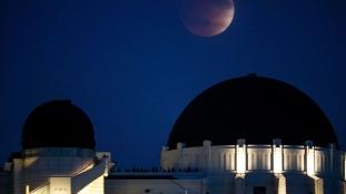 Ilyen volt a teljes holdfogyatkozás a Griffith obszervatóriumból