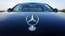 Gigászok háborúja: 9 milliárdért vett Mercedes részvényt egy kínai cég, hogy bírja a versenyt