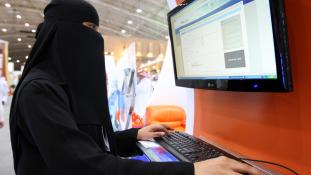 140 helyre 107 ezer nő jelentkezett Szaúd-Arábiában