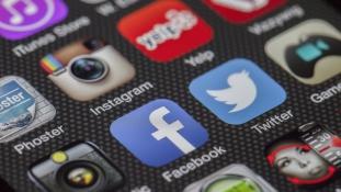 Kétmillió fiatal hagyhatja ott a Facebookot az idén
