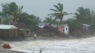 Trópusi vihar sújtott le Madagaszkárra: 20 halott és 19.000 embert evakuáltak